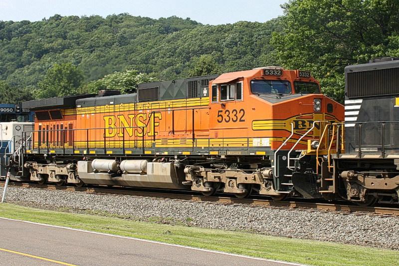 BNSF 5332